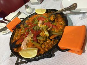 菅沼さんと食べたパエリア・バレンシアーナ、最高!