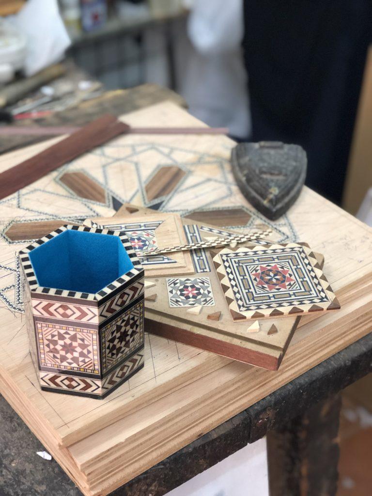 グラナダの伝統工芸である寄木細工