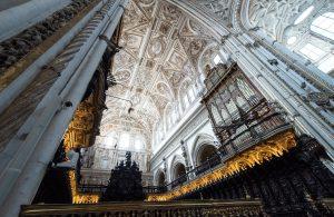 メスキータ内部礼拝堂 左右に巨大なパイプオルガン